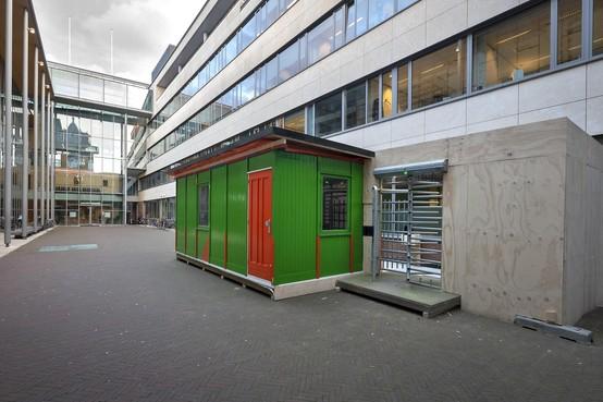 Eigen ingang voor bezoekers OM Haarlem in gebouw De Appelaar
