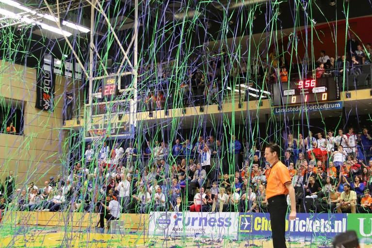 Toen er op 30 maart nog wél gesport werd: dé cupfighters van Nederland tegenover elkaar in de bekerfinale van het basketbal