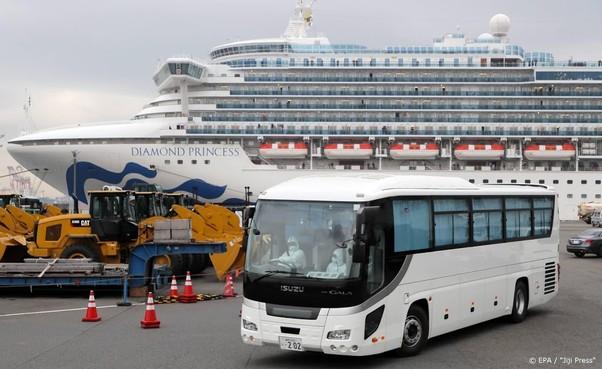 VS halen 380 passagiers van Diamond Princess op