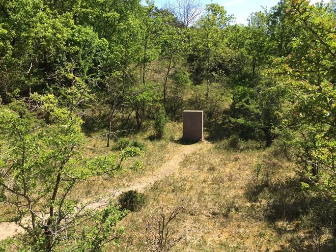 Twee bunkers in duinen, overblijfselen van oud vakantiepark 'Het Schuitegat' [video]