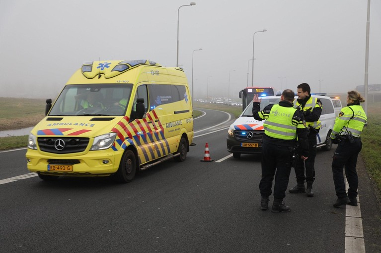 Afrit Haarlem-Zuid op A9 afgesloten door auto te water langs N205