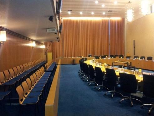 Raadsfracties Velsen gewaarschuwd na coronabesmetting. Nog geen raadsleden met klachten