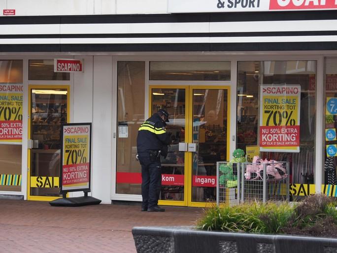 Drietal op scooter gezocht na overval op Scapino in IJmuiden [update]