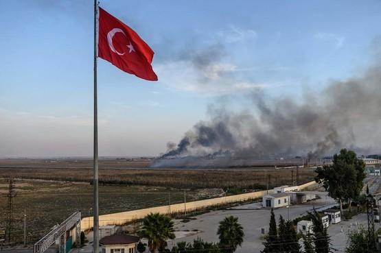 Koerdische demonstratie op Schiphol tegen luchtaanvallen Turkije