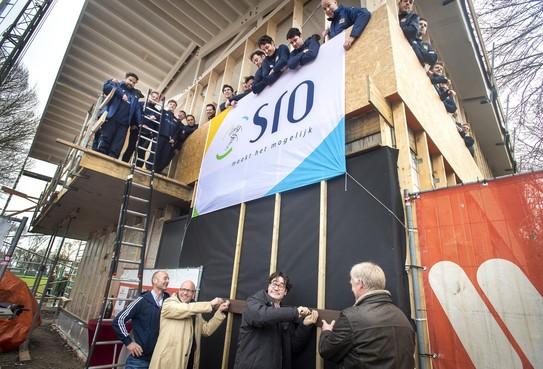 'Eerste plank' voor clubhuis RFC Haarlem