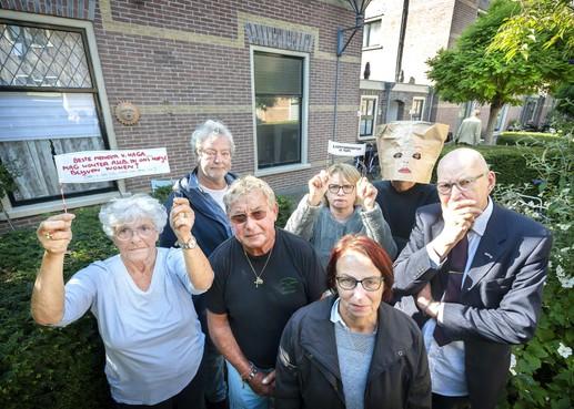 Bewoners Essenhof in Haarlem willen uitzetting buurman voorkomen met Bejaarden Actie Front (BAF)