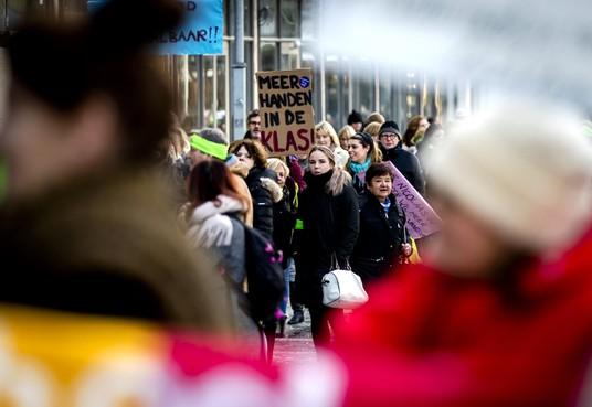 Nieuwe stelling IJmond: Leerkrachten moeten elke maand gaan staken