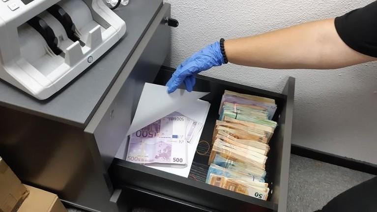 Politie: 'Miljoenen witgewassen via Beverwijkse telecombedrijfjes'