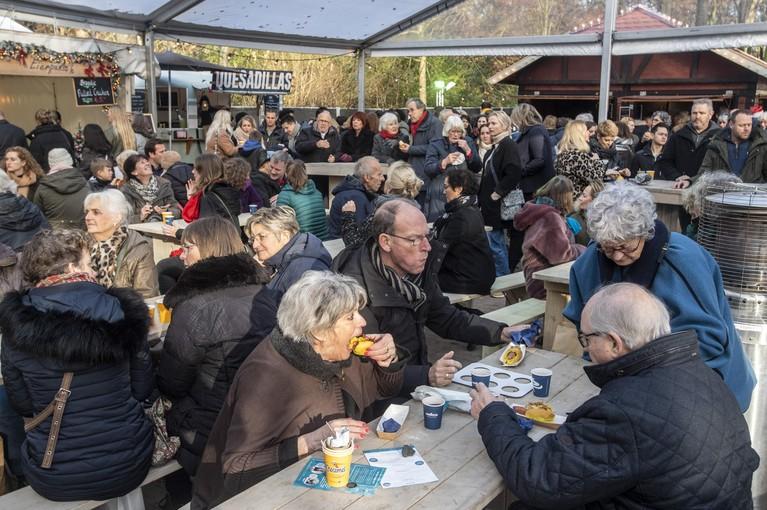 Kerstfair op Landgoed Beeckestijn trekt veel meer bezoekers, ondanks opstartproblemen: 'Jammer dat we een paar keer zonder stroom zaten. Eenmaal drie kwartier lang'