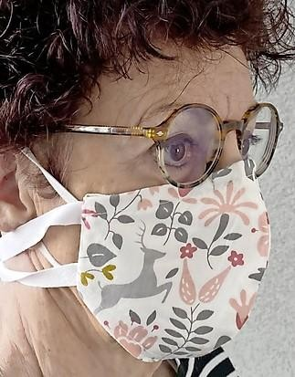 Mijn eerste keer met mondkapje? Veel bekijks, beslagen bril, benauwd en zweterig, maar het went snel