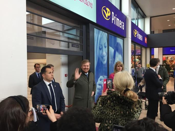 Koning Willem-Alexander bezoekt Beverwijkse ondernemers aan de Breestraat [video]