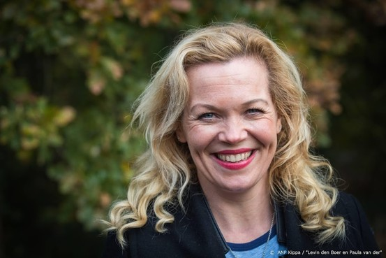 Boek Moeder van Glas van Roos Schlikker wordt theatervoorstelling
