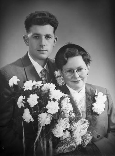 'Ik moest bij de Hitlerjugend. Als jongen van 13 vond je dat hartstikke mooi, want je kreeg een uniform en een dolk. Mijn opa vond het verschrikkelijk. Die vervloekte het nazidom' [video]