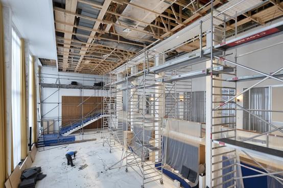 Plafond Burgerzaal gemeentehuis Velsen vervangen om te voorkomen dat platen naar beneden zouden vallen: 'Plafond was nooit goed gemonteerd'