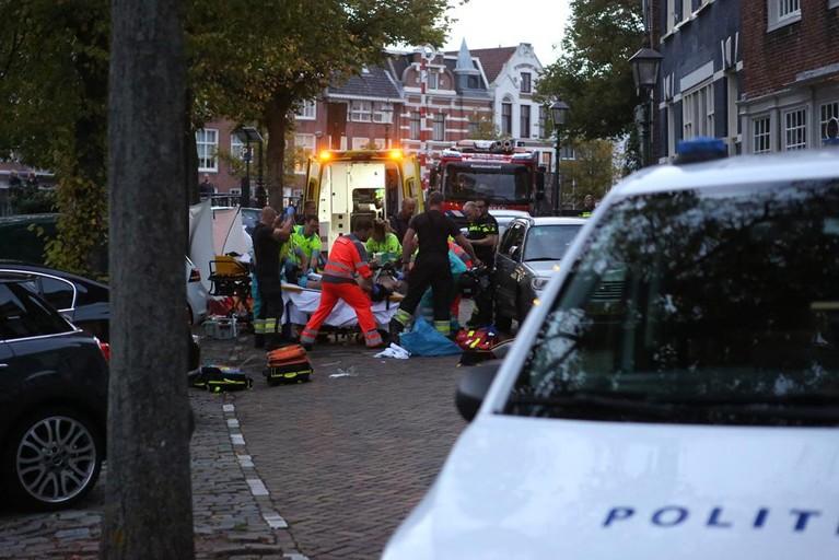 Omstanders springen in Haarlem in het water om drenkeling te redden, agenten reanimeren slachtoffer