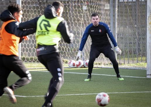 Piet Velthuizen, die keepte voor Oranje, tekent bij Telstar: 'Het gaat niet om geld of niveau, ik wil gewoon lekker op het veld staan'