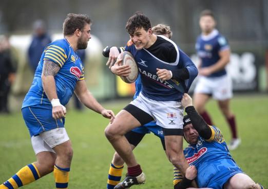 Windje helpt RFC Haarlem: Rugbyers stoten door met 33-7 winst op Hagenaren