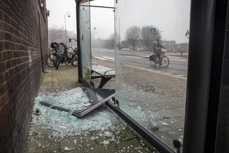 En dan nu de vuurwerkrekening: eerste inventarisatie laat 60.000 euro schade aan Haarlems straatmeubilair zien