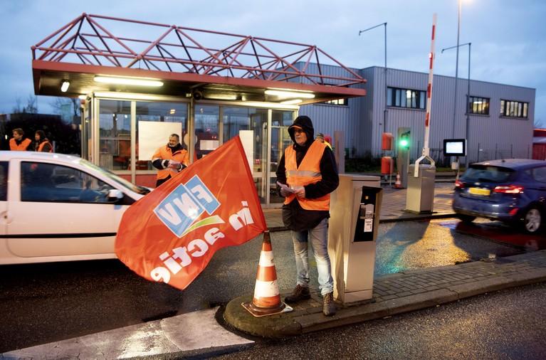 Personeel Tata Steel voert actie tegen aangekondigde massaontslagen