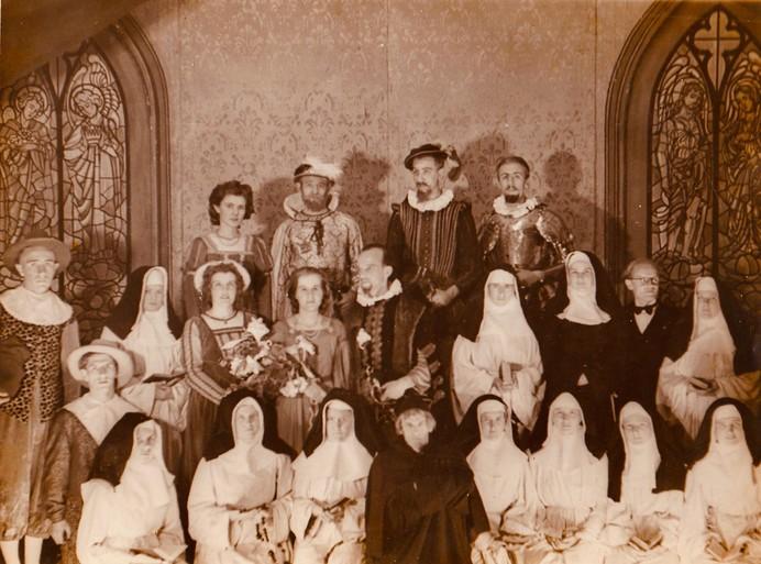 Landsmeerse toneelclub DBS werd door de bevrijding in 1945 samengebracht; voorstellingen op een podium van eierkisten