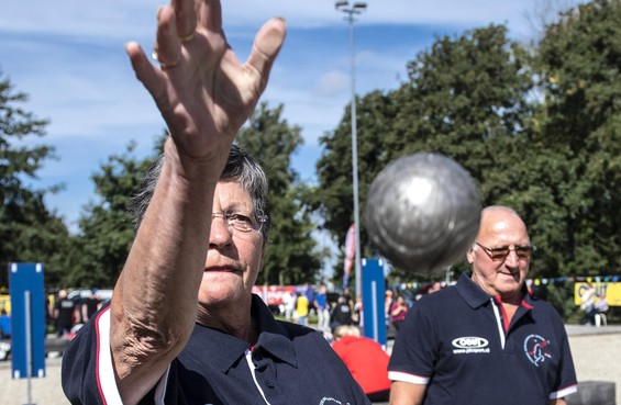 Internationaal petanqueweekend in Haarlem: 'Na een middag spelen staat het zweet op je rug'