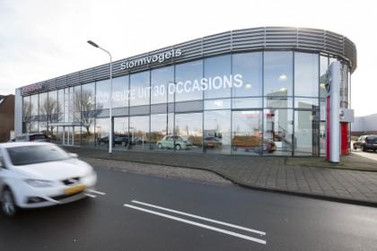 Bekend IJmuidens autobedrijf moet deur sluiten: 'Nissan-dealer Stormvogels dupe van mislukt plan'