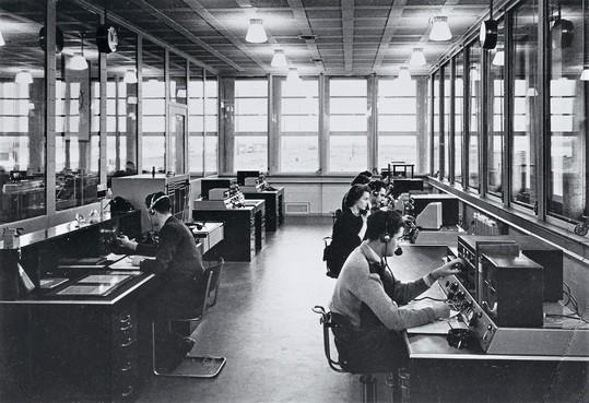 Velsen Vroeger: Scheveningen Radio op het 2e Sluiseiland in IJmuiden