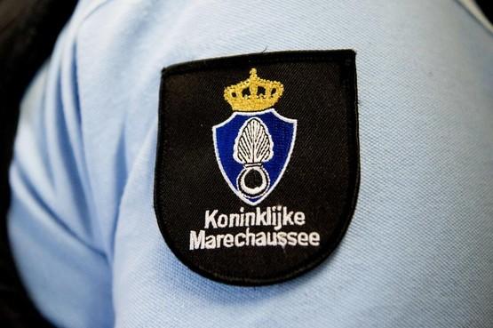 Man uit Oekraïne opgepakt op Schiphol na mishandeling dochtertje (3) aan boord van vliegtuig