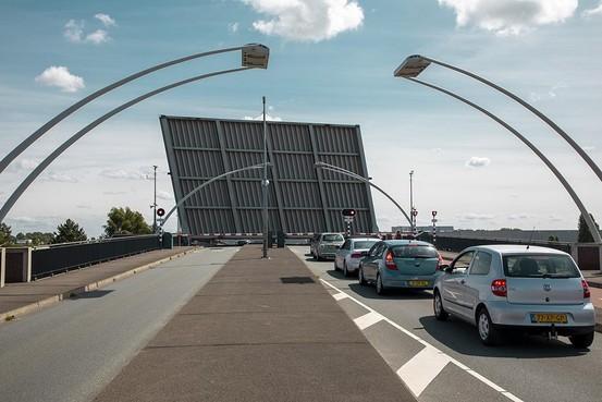 Schoterbrug in Haarlem lang open door problemen met pompen, hitteplan voor bruggen van kracht
