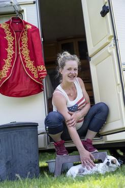 Amber Blokker is met Circus Barani neergestreken in geboortedorp Heemskerk: 'De vrijheid, dat vind ik het mooiste van dit leven'