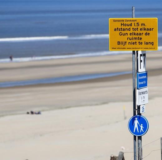 Voorzichtig naar meer parkeren bij het strand van Zandvoort en Bloemendaal